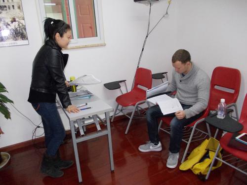 教英国人学汉语